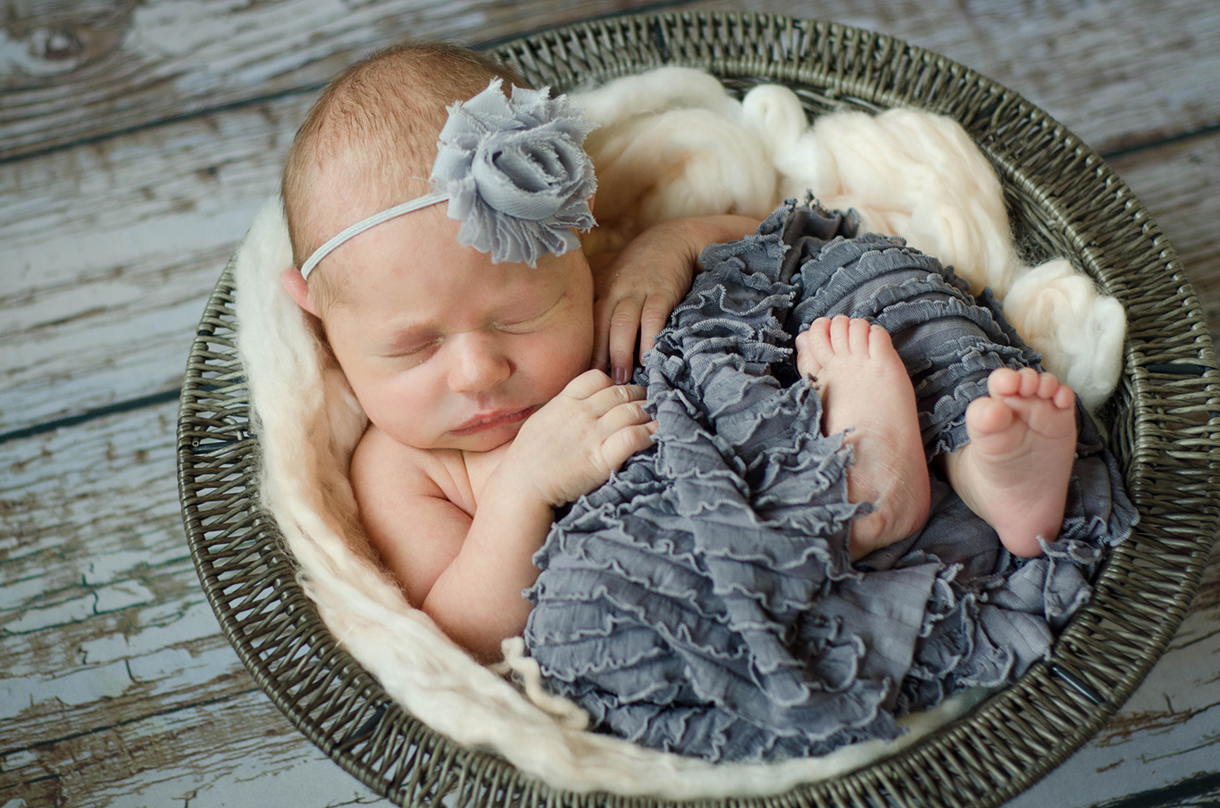 Organic, natural, vintage-inspired, Pittsburgh newborn photography. Julie is Pittsburgh