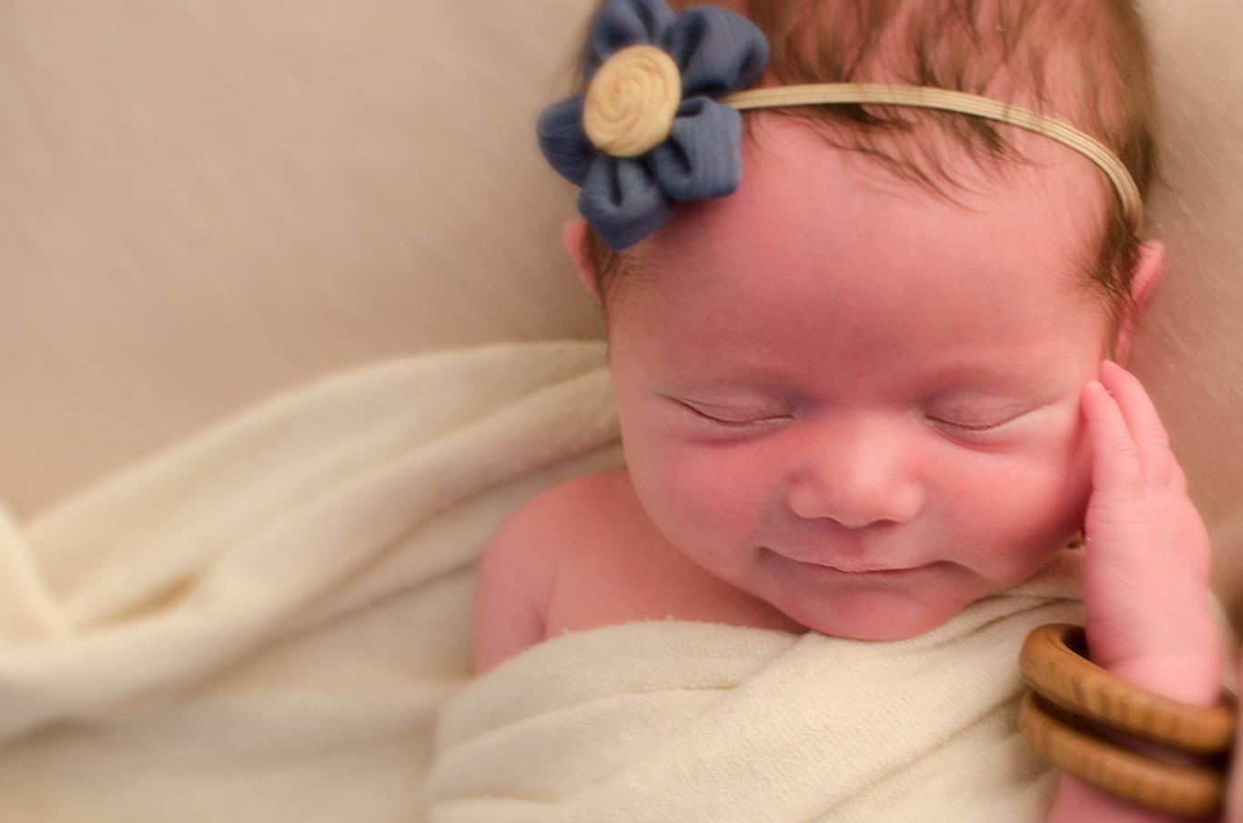 Organic, natural, vintage-inspired, Newborn Photographer in Pittsburgh. Julie is Pittsburgh