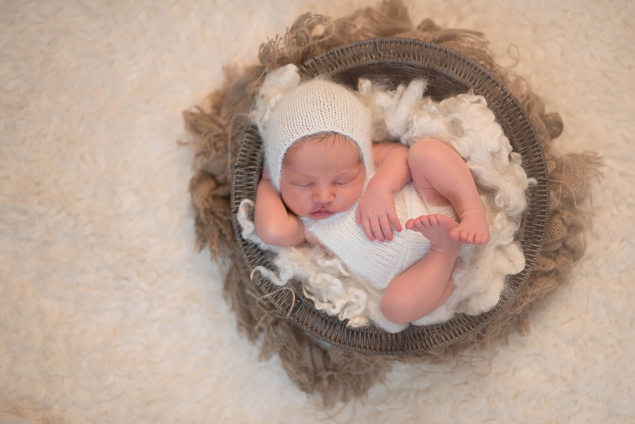 Infant photographer in Pittsburgh. Julie Bradley is Pittsburgh