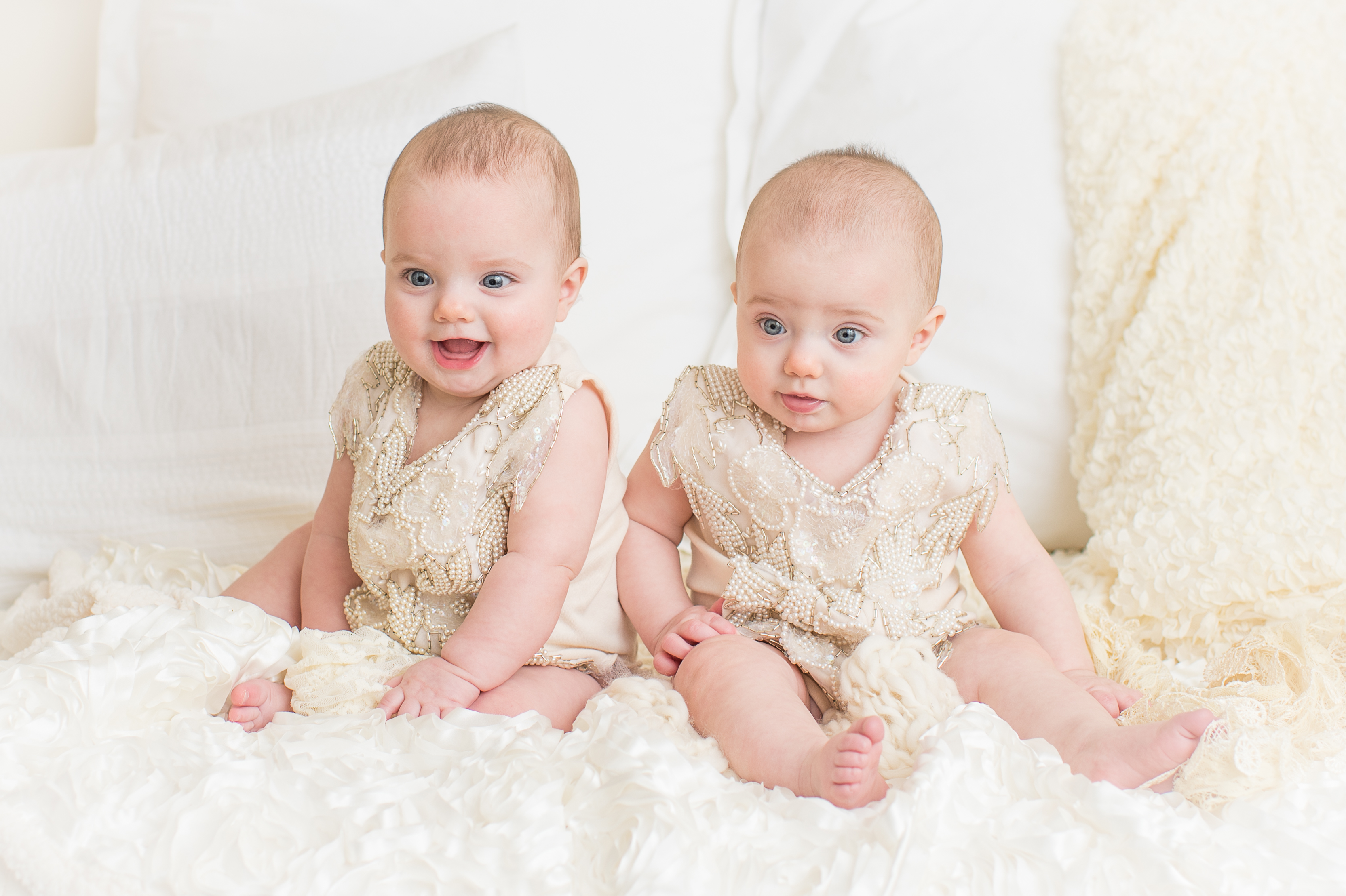 Pittsburgh Twin Baby Photographer. Newborn multiples photographer Jules Bradley is Pittsburgh