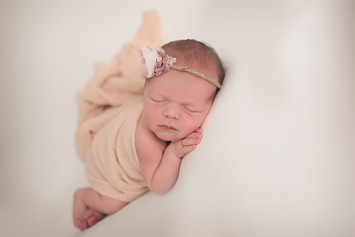 Infant Photography Pittsburgh PA. Newborn and baby photographer Jules Bradley is Pittsburgh
