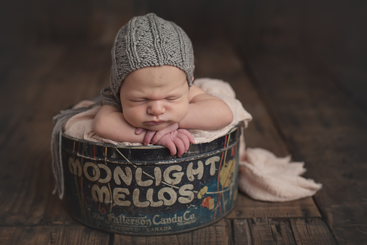 Creative Newborn Photography Pittsburgh. Newborn and baby photographer Jules Bradley is Pittsburgh