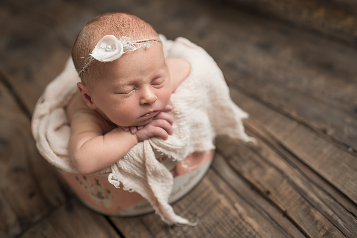 Flawless Newborns ~ Photography in Pittsburgh PA. Baby photographer Jules Bradley is Pittsburgh